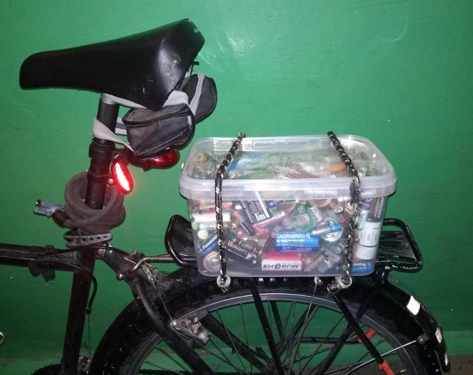 Название: Емкость на багажнике велосипеда.jpg Просмотры: 435  Размер: 104.0 Кб