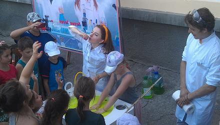 Нажмите на изображение для увеличения Название: Девушка надувает пузыри.jpg Просмотры: 148 Размер:74.7 Кб ID:22937