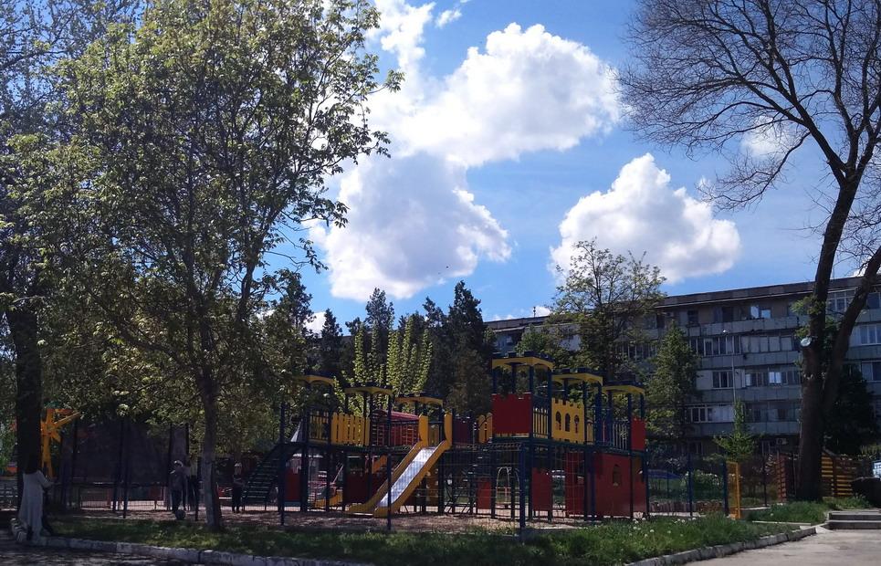 Название: Детсктй городок - Парк Октябрьский.jpg Просмотры: 25  Размер: 276.2 Кб