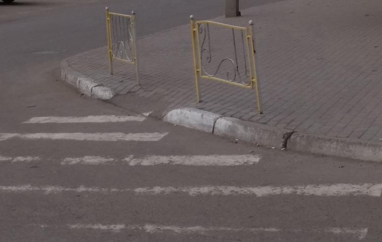 Название: Пешеходный переход с оградой.jpg Просмотры: 139  Размер: 70.2 Кб