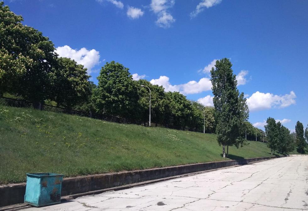 Название: Трава без деревьев - набережная Бендеры.jpg Просмотры: 32  Размер: 208.2 Кб