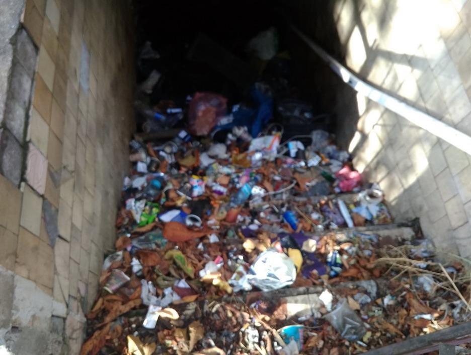 Название: Одесса - Привоз - мусор.jpg Просмотры: 392  Размер: 162.5 Кб