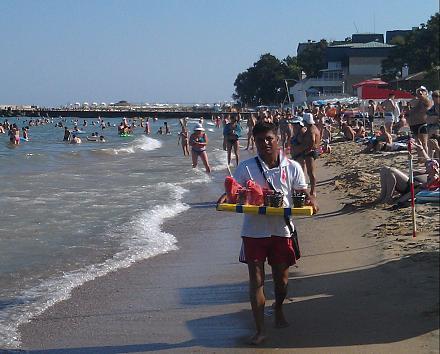 Нажмите на изображение для увеличения Название: Продавец фруктов на пляже в Болгарии.jpg Просмотры: 194 Размер:110.3 Кб ID:19038