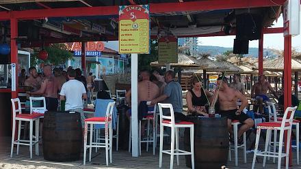 Нажмите на изображение для увеличения Название: Немцы в пивном баре на Пляже Болгарии.jpg Просмотры: 175 Размер:103.0 Кб ID:19042