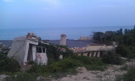 Нажмите на изображение для увеличения Название: Заброшенный отель в Болгарии.jpg Просмотры: 163 Размер:60.5 Кб ID:19063