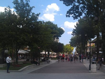 Нажмите на изображение для увеличения Название: Пешеходная зоа в центре Варны.jpg Просмотры: 187 Размер:107.2 Кб ID:19073