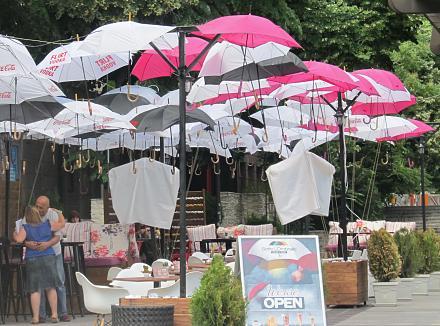 Нажмите на изображение для увеличения Название: Кафе из зонтиков - Варна.jpg Просмотры: 101 Размер:128.6 Кб ID:19109