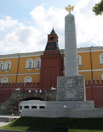 Нажмите на изображение для увеличения Название: Башня и  Романовский обелиск.jpg Просмотры: 392 Размер:59.1 Кб ID:14232