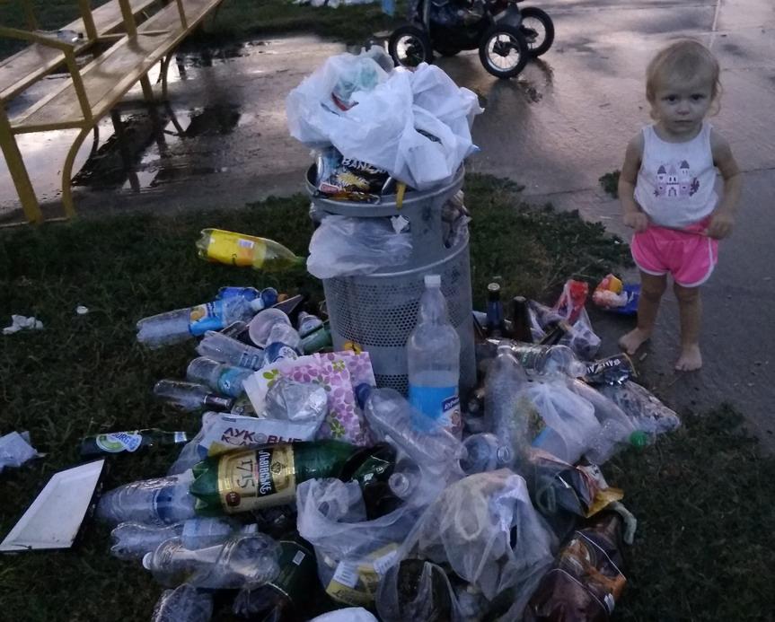 Название: Девочка и мусор.jpg Просмотры: 14  Размер: 181.8 Кб