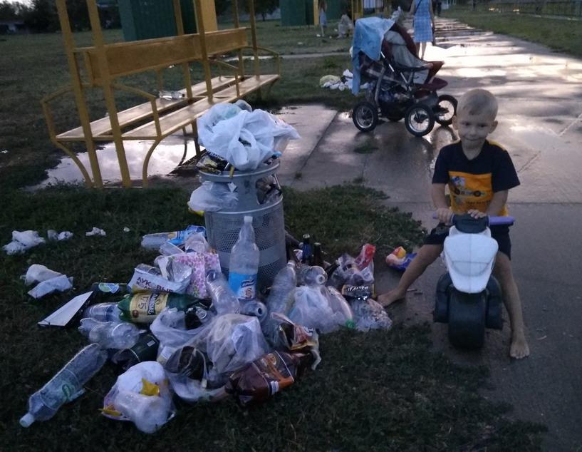 Название: Мальчик и мусор.jpg Просмотры: 12  Размер: 162.3 Кб