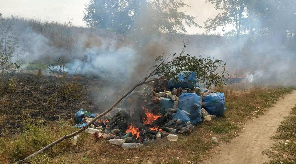 Название: Горит мусор на берегу Днестра.jpg Просмотры: 651  Размер: 189.4 Кб