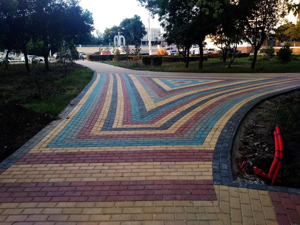 Название: Тирасполь - плитка в Екатенрининском парке.jpg Просмотры: 971  Размер: 261.9 Кб