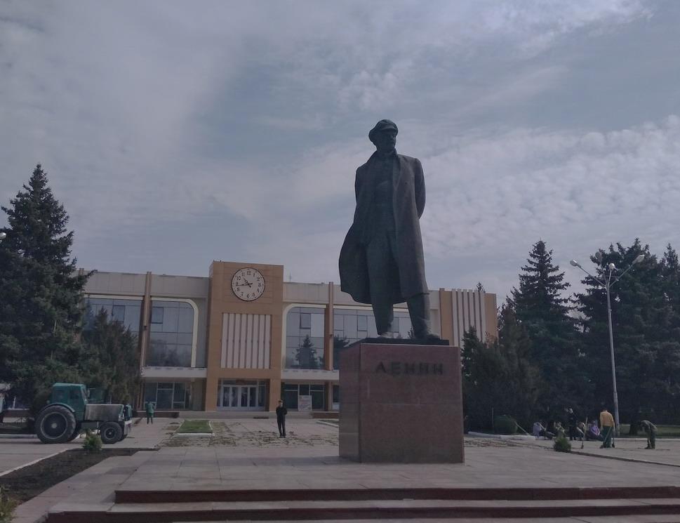 Название: Ленин в Рыбнице.jpg Просмотры: 1281  Размер: 130.3 Кб