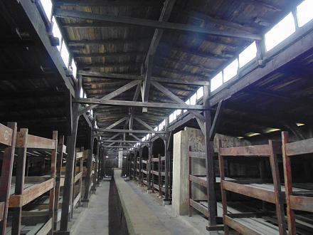 Нажмите на изображение для увеличения Название: Бараки для людей в Освенциме.jpg Просмотры: 252 Размер:87.3 Кб ID:19729