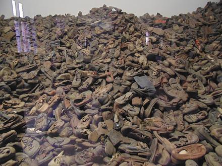 Нажмите на изображение для увеличения Название: Освенцим - обувь евреев.jpg Просмотры: 286 Размер:129.8 Кб ID:19732