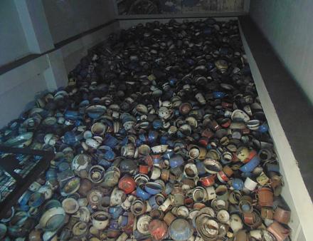 Нажмите на изображение для увеличения Название: Чашки в Освенциме.jpg Просмотры: 269 Размер:92.0 Кб ID:19736