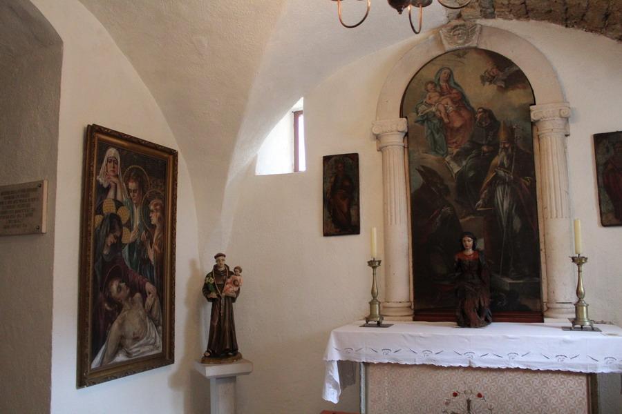 Название: Церковь Святого Иоанна в Будве - иконы.JPG Просмотры: 134  Размер: 138.6 Кб